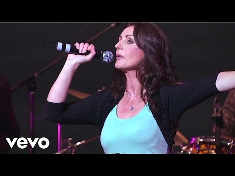 Julienne Taylor - Loch Lomond / Caledonia (Live at the Lyric)