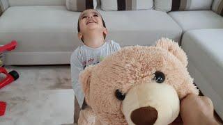 Koca Ayı ile Berat Kovalamaca Oynadı. Eğlenceli Çocuk Videosu