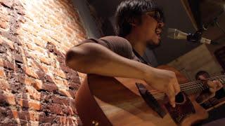 Gambar cover Memilihmu - Adhitia Sofyan Live at Earhouse