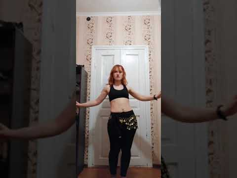 Belly Dance Practice | Девушка танцующая танец живота