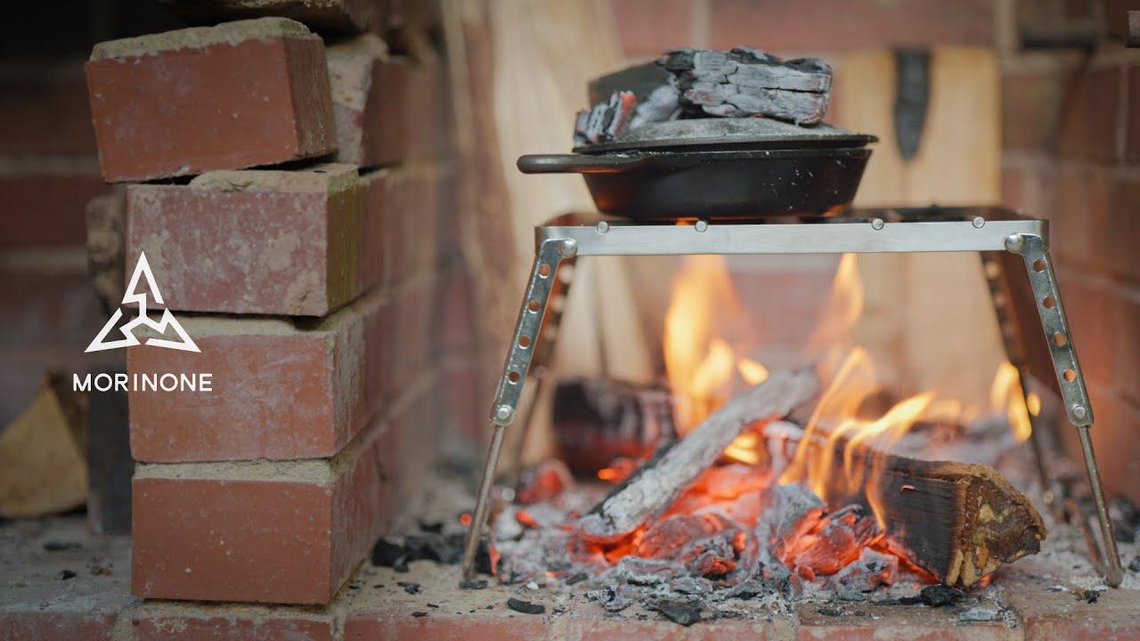 雨をしのいで焚き火 - スキレットで野菜たっぷりのキャンプ料理