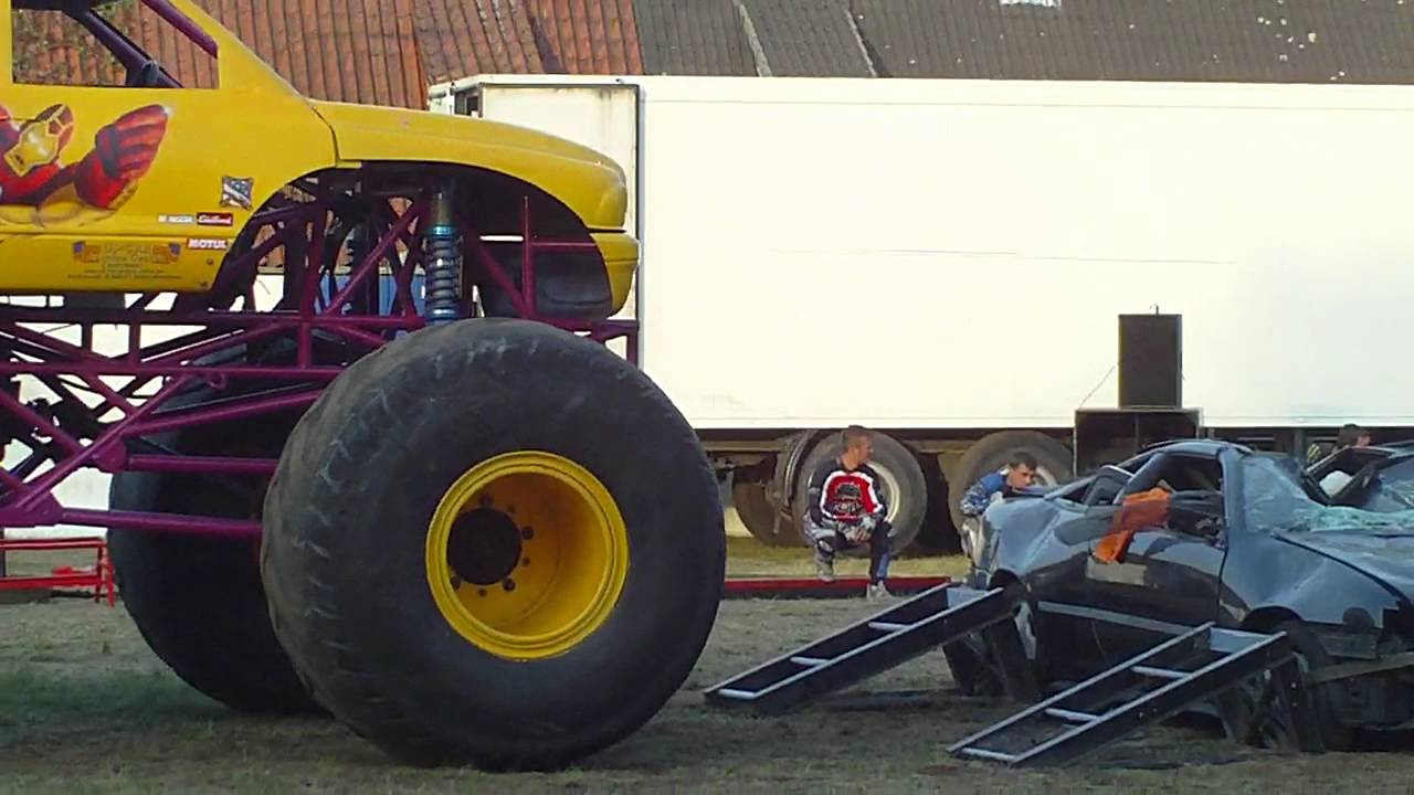 monster truck fahren autos zu schrott youtube. Black Bedroom Furniture Sets. Home Design Ideas