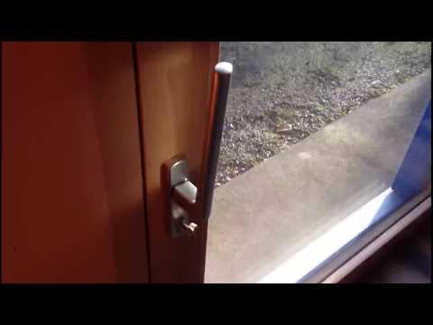 HS sliding door  (showroom reduced)