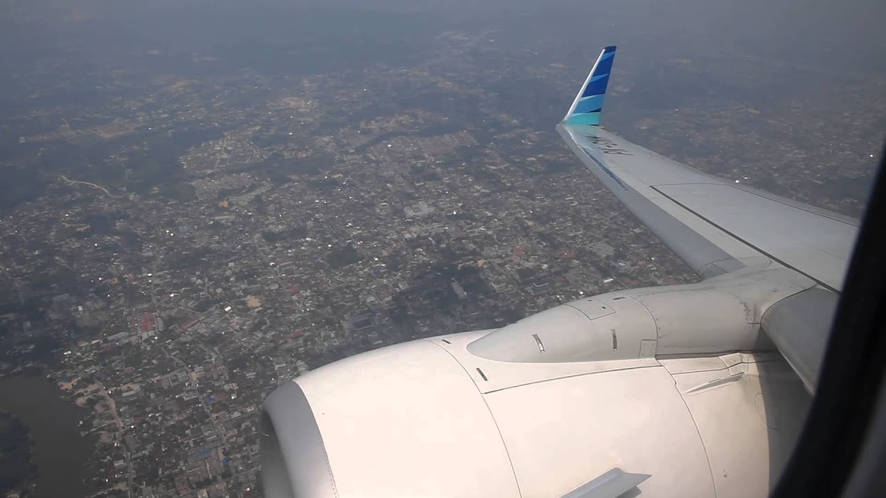 Garuda Indonesia Pk-gnm Takeoff Sultan Syarif Kasim