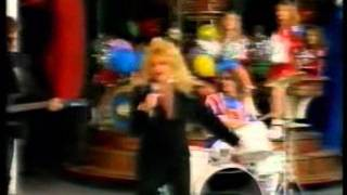Bonnie Tyler - Interview + Sally Comes Around (with Carousel)