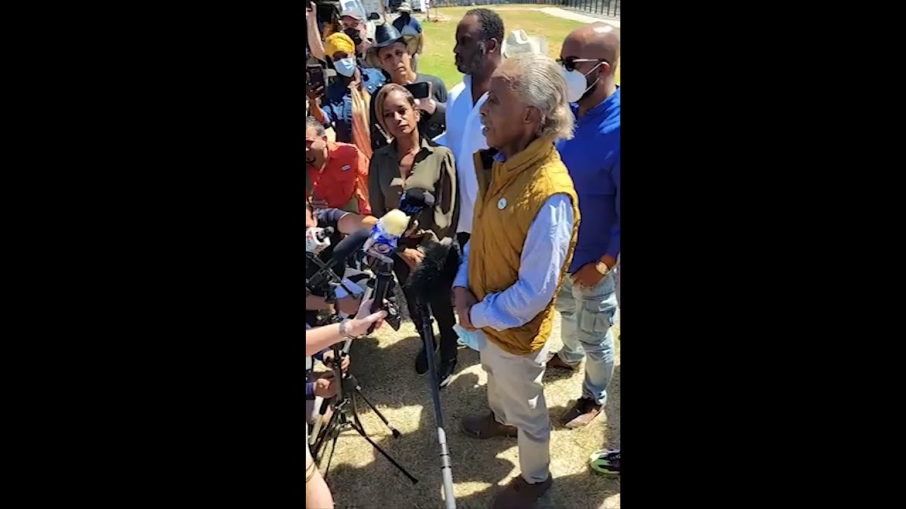 Al Sharpton Southern Border Photo Op goes up in flames as the fraud gets called out