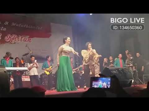 joget alay by BUNDA IIS DAHLIA with IKE NURJANAH👏👏live GK Jogja😍😍free happy💃💃#bigolivevideo