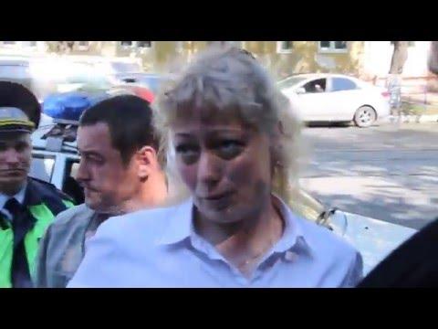 Сотрудница банка на опознании грабителя (ул. Белинского, 10.05.2016)
