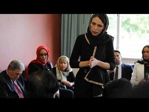 رئيسة وزراء نيوزيلندا تزور عائلات ضحايا مجزرة المسجديْن وتتعهد بمساعدتهم وحمايتهم…  - 13:53-2019 / 3 / 16