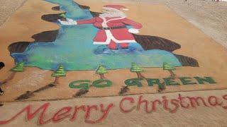 #SportsLogon Marry Christmas  International sand artist Sudarsan Pattnaik creating 3D santa claus