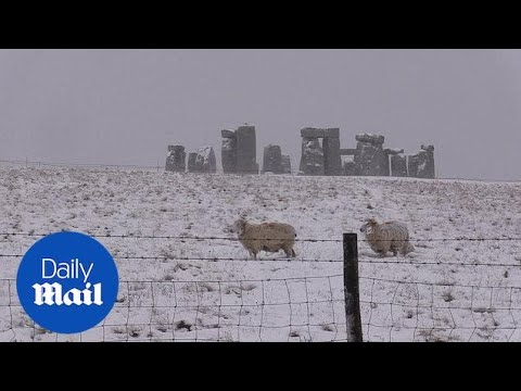 Not the average Stonehenge: Monument looks gorgeous in snow - Daily Mail