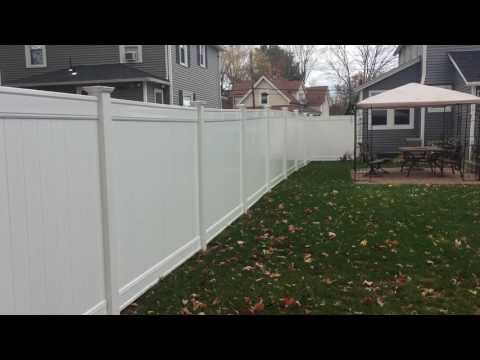 Lowes Vinyl Fence Review (Freedom 6') - YouTube