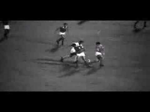 BEST GOAL: Pelé (NO #10) making a fool out of Eusébio (NO #10) (Santos x Benfica - 1962)