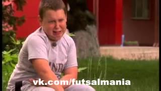 Мама переключилас футбола на сериал - футзал мини-футбол futsal skills goal tricks(Больше интересных фото и видео о футболе, футзале и пляжном футболе вы найдете в нашей группе - vk.com/futsalmania..., 2015-05-29T16:49:10.000Z)
