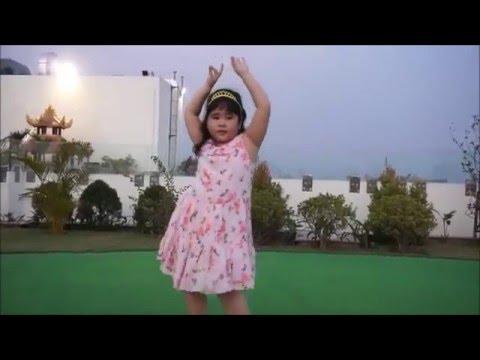 Bảo Châu nhảy múa chóng cả mặt trên nền nhạc Alibaba