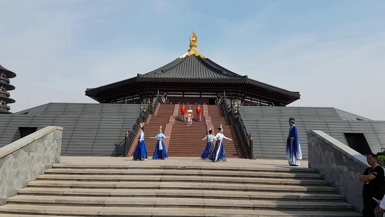 隋唐洛陽城遺址明堂迎賓表演 - YouTube