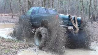 """BIG BLOCK CHEVY on 54"""" BOGGERS BREAKS REAR END - FIRST HOLE RIVER RUN!!"""