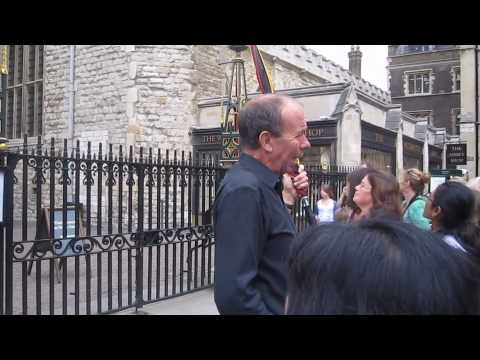 Video of guide talking about Westminster Abbey