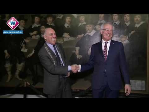 IN BEELD: Jozias van Aartsen zonder ambtsketen definitief burgemeester af