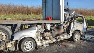 Fékezés nélkül hajtott pótkocsi alá egy KIA Jánosházánál, meghalt a sofőr - Fatal crash