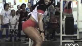 ANDRESSA SOARES Mulher melancia dança o créu em homenagem à vitória do Flamengo