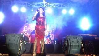 "MEGGY DIAZ  - ""Basah Basah "" Live Concert at Spekta Merah Gudang Garam TBK Karawang 2017"