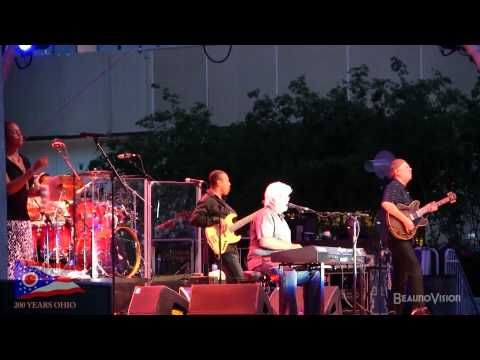 Minute by Minute by Michael Mcdonald (LIVE)