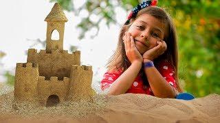 Строим Песочную Башню на Детской Площадке