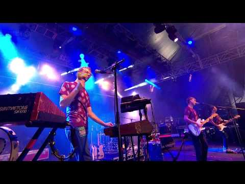 Django Django - Default (live Reading Festival 2012)