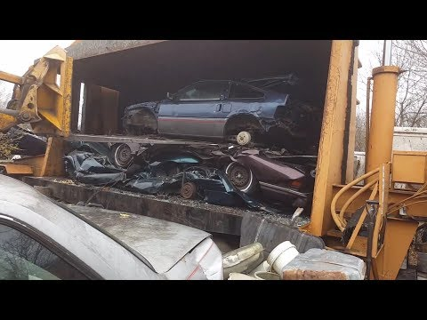 Car crusher crushing cars 54 Honda crx