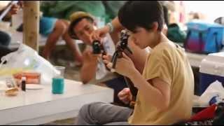 スージー三線教室 2013年 森戸海岸の海の家で三線BBQ!! 曲は「少年時代...