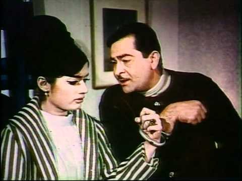 Rajkapoor And Ameeta Romantic Moments - Around The World - Hindi Classic Movie