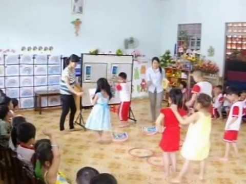 Trung cấp sư phạm mầm non Dak Lak, Giáo sinh Nguyễn Thị Hồng Duyên dạy LQVH tại Chồi 1