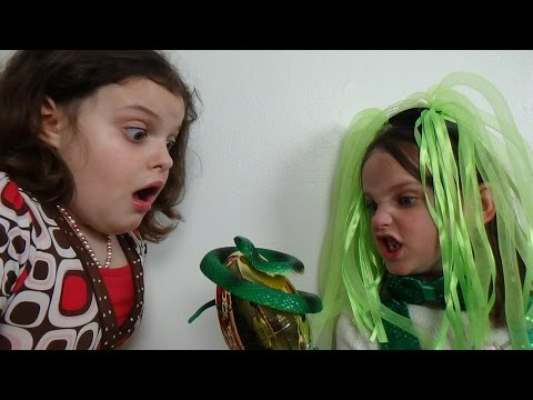 Leprechaun Attacks Spatula Girl with Snakes Find The Hidden Easter Bunny