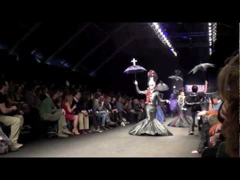 VIDEO 1 in HD - IL MUSICAL PRISCILLA SFILA A MILANO - 25.2.2012
