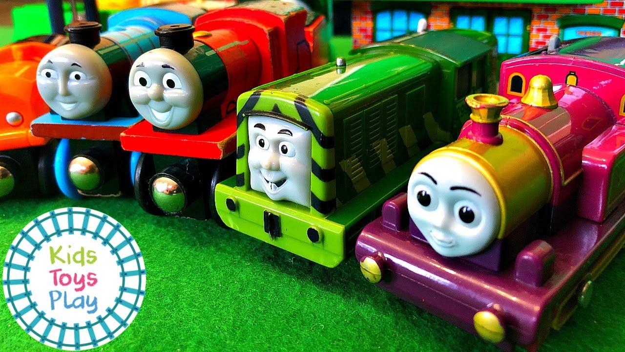 Thomas the Train Totally Thomas Town Surprise Box