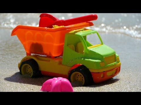 Мультфильм про грузовик и формочки на пляже - едем на море с детьми