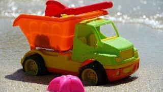 Мультфильм про грузовик и формочки на пляже - едем на море с детьми(Развивающее видео для детей, летнее видео про то, как весело на море! Как мы собирали сумку на пляж, как игруш..., 2014-08-08T11:44:37.000Z)