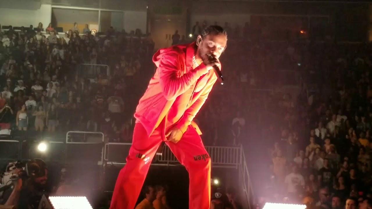 Kendrick Lamar performs Bitch, Don't Kill My Vibe live ...