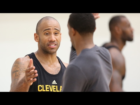 Dahntay Jones resigned by Cavs for playoffs