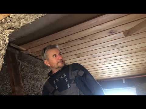 Отменный потолок из имитации бруса.