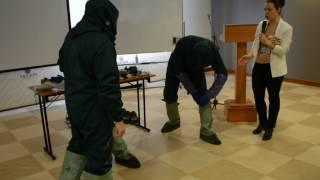 В Сыктывкаре дали мастер-класс по применению противочумного костюма