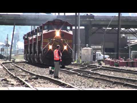 Building an intermodal train on the BNSF, Seattle, 8-10-2010, part 1
