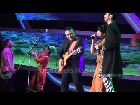 LESTY feat REZA & DOEL SUMBANG SHOW FESTIPAL FILM BANDUNG