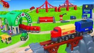 TRAINS BRIO : JOUETS - GRAND CIRCUIT de TRAINS BRIO - POMPIERS , police, petites voitures