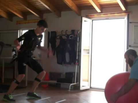 25tobefit football functional training powered by mihabotytec-ems