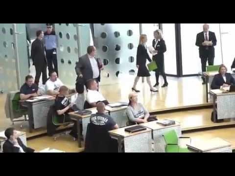 NPD - Fraktion trägt THOR STEINAR im sächsischen Landtag