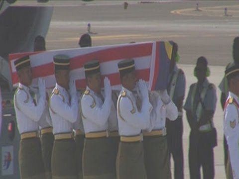 Raw: Bodies of MH17 Victims Arrive in Malaysia