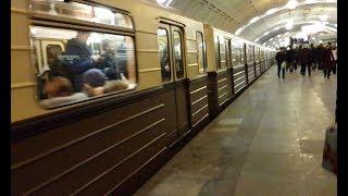 Ретропоезд ''Сокольники'' на ст. ''Библиотека им. Ленина''