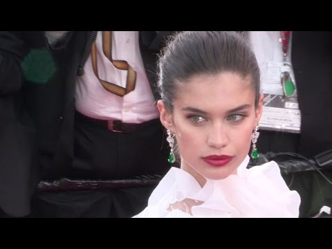The charming Sara Sampaio on the red carpet in Cannes